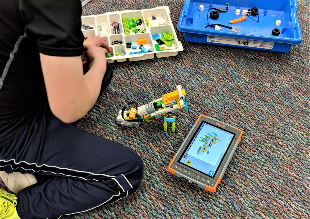 Robots and race cars: Juniper engineers will revive Lego robotics club at elementary