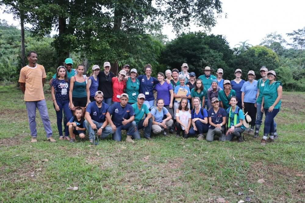 Volunteer veterinarians from around the world provide care for working animals in Costa Rica using Juniper Systems' data collection solution