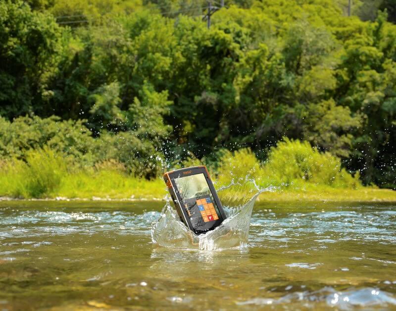 Mesa 3 Rugged Tablet dropping into deep water.